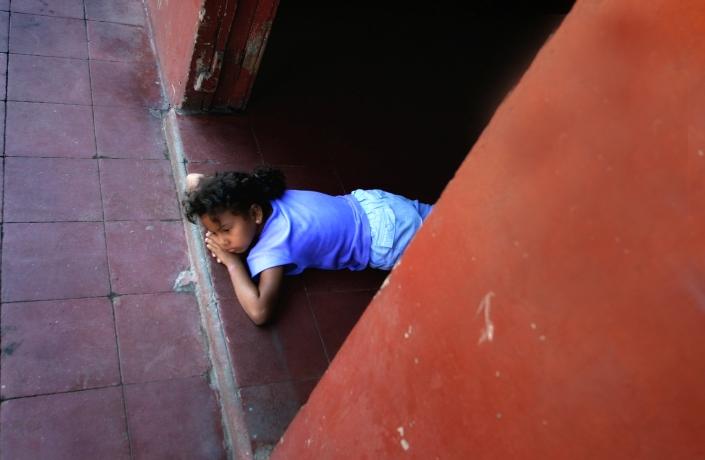 0905a nic leon girl floor